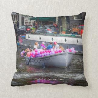 Barco del fiesta del globo, vistas de Amsterdam Cojín Decorativo