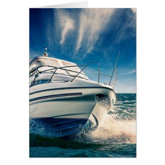 Barco del poder que entra en el puerto de tarjeta de felicitación