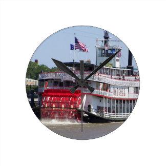 Barco del río Misisipi de New Orleans Luisiana Reloj Redondo Mediano