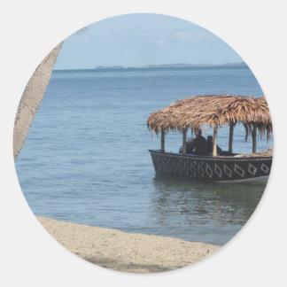 Barco del tejado cubierto con paja etiquetas redondas