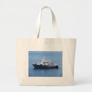 Barco del tirón en el agua azul bolsa tela grande
