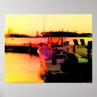 Barco en bahía de la tranquilidad póster