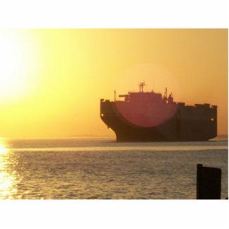 Barco en la puesta del sol fotoescultura vertical