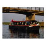 Barco estrecho en el terraplén, río Nene, Peterbor Postales