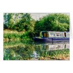 Barco estrecho en la tarjeta de Nene del río