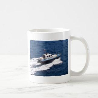 Barco experimental a la velocidad tazas de café