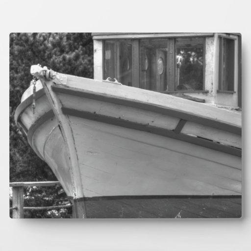 Barco fuera del agua placas con fotos