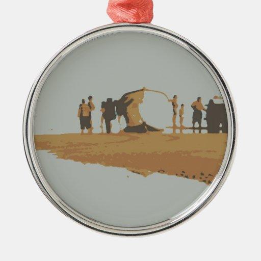 Barco na praia adorno navideño redondo de metal