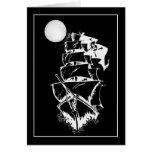 Barco pirata en los altos mares tarjeta de felicitación