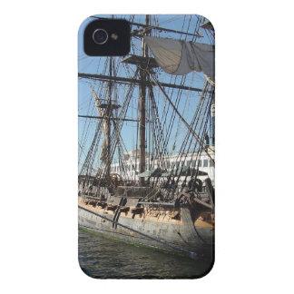 Barco pirata en San Diego California iPhone 4 Case-Mate Protectores