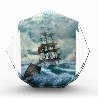 Barco pirata en una tormenta