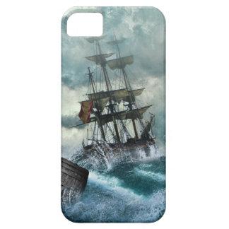 Barco pirata en una tormenta iPhone 5 funda