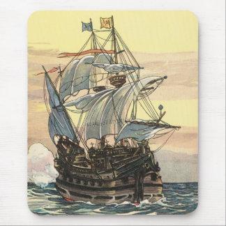 Barco pirata Galleon del vintage que navega el océ Alfombrilla De Raton