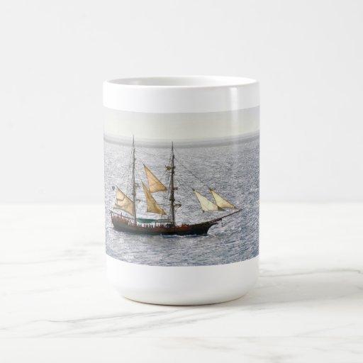 Barco pirata taza básica blanca