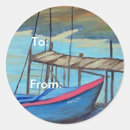 Barco por el embarcadero viejo pegatina redonda