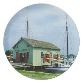 Barco por la cabaña de la ostra platos para fiestas