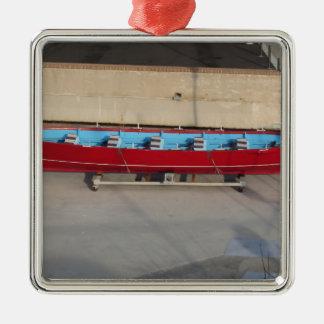 Barco que compite con de madera con diez asientos adorno navideño cuadrado de metal