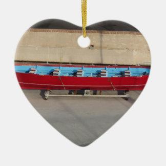 Barco que compite con de madera con diez asientos adorno navideño de cerámica en forma de corazón