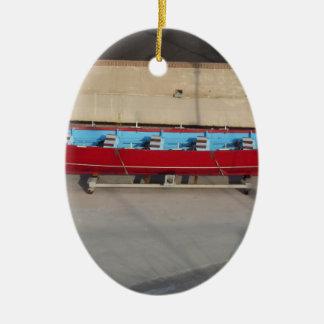 Barco que compite con de madera con diez asientos adorno navideño ovalado de cerámica