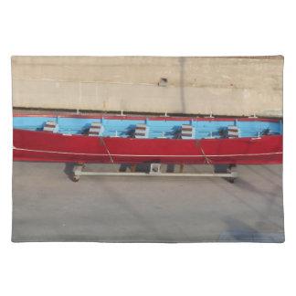 Barco que compite con de madera con diez asientos manteles individuales