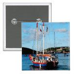 Barco rojo, blanco y azul en St Thomas Pins