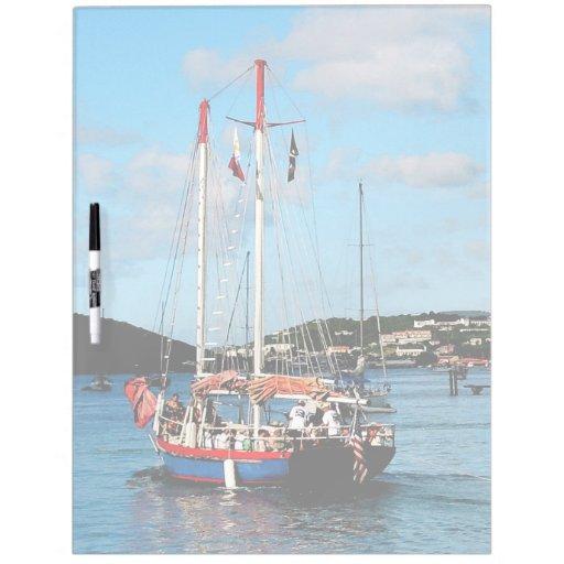 Barco rojo, blanco y azul en St Thomas Pizarra