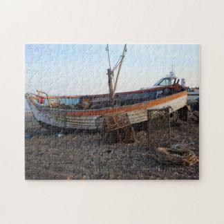 barco viejo en la playa con la foto de la playa de puzzle con fotos