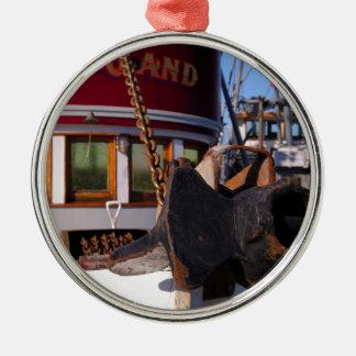 Barco y ancla de pesca adorno navideño redondo de metal