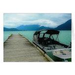 Barco y muelle en el lago felicitaciones