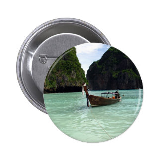 Barco y playa pin