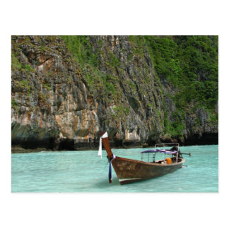 Barco y playa tarjeta postal