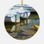 Barcos atracados en el agua, fotografía náutica adornos de navidad