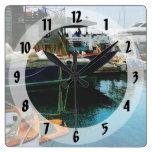 Barcos atracados en Newport R Relojes De Pared