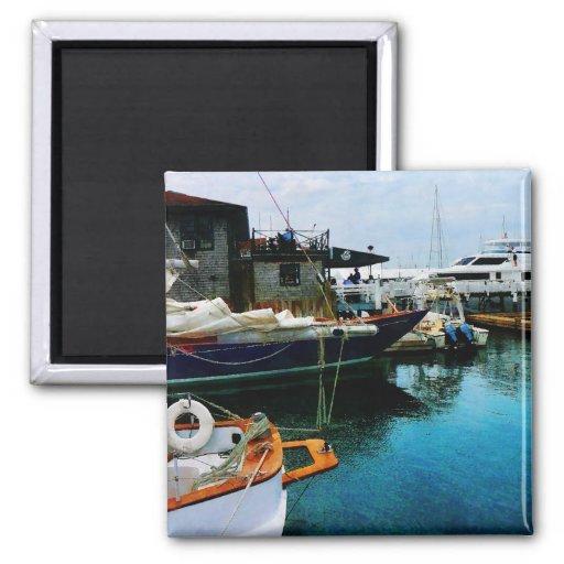 Barcos atracados en Newport RI Imán Cuadrado