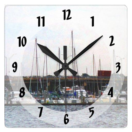 Barcos atracados Norfolk VA Relojes