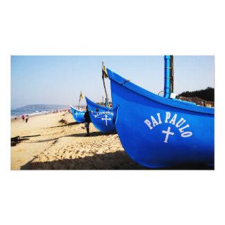 Barcos azules en la playa Goa la India de Candolim Cojinete