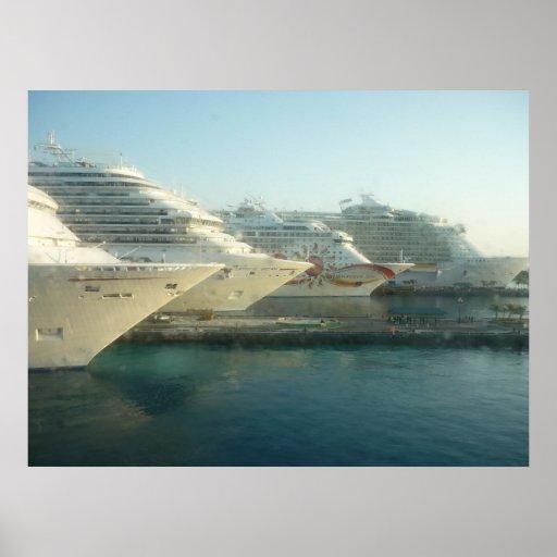 Barcos de cruceros en el poster de la salida del s