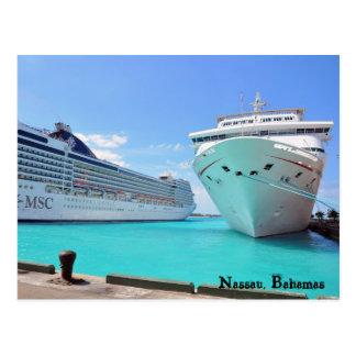 Barcos de cruceros en el puerto tarjetas postales