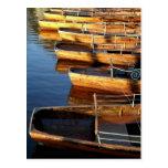 Barcos de fila de madera en Derwentwater Postales