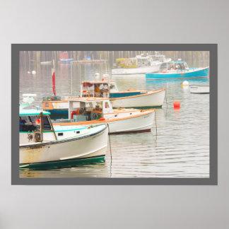 Barcos de la langosta en el puerto bajo, isla poster