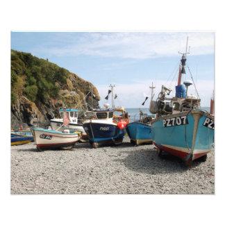 Barcos de pesca Cadgwith Cornualles Inglaterra Cojinete