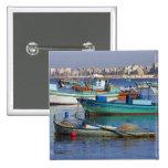 Barcos de pesca coloridos en el puerto de pin cuadrado