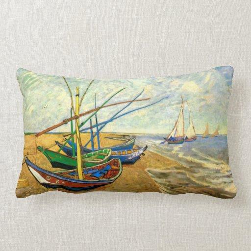 Barcos de pesca de Van Gogh en la playa en Saintes Almohada