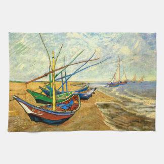 Barcos de pesca de Van Gogh en la playa en Saintes Toalla De Cocina