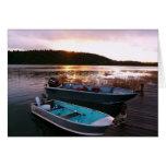 Barcos de pesca en el ocaso felicitación