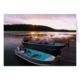 Barcos de pesca en el ocaso tarjeta de felicitación