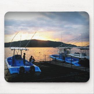 Barcos de pesca en Golfito Alfombrilla De Ratones