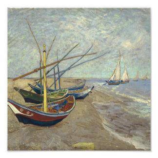 Barcos de pesca en la playa fotografía