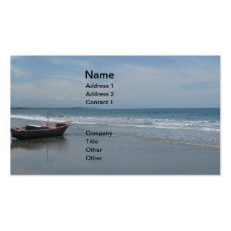 Barcos de pesca en la playa tarjetas de visita
