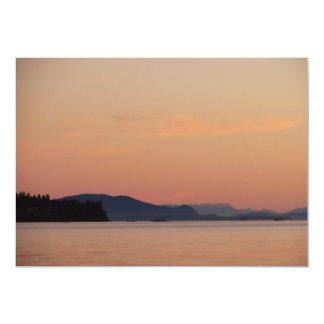 """Barcos de pesca en la puesta del sol invitación 5"""" x 7"""""""